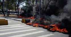Manifestantes interditaram a Agamenon Magalhães