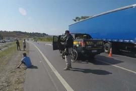 Vídeo - Ciclista tenta fugir de assalto e morre atropelado