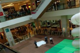 Homem morre ao cair do 3º andar no Shopping Patteo, em Olinda