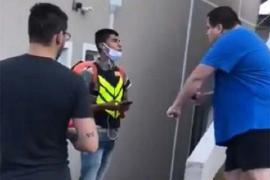 Vídeo - Luciano Huck conversa com motoboy que foi vítima de racismo
