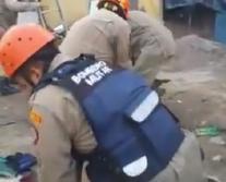 Vídeo - Operário cai em fossa na Zona Sul de João Pessoa; resgate durou duas horas